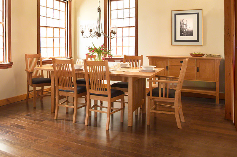 Charmant American Mission Dining Set